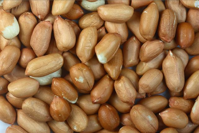 Peanuts with skin