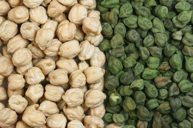Chickpea (Cicer arietinum), white and green seeds